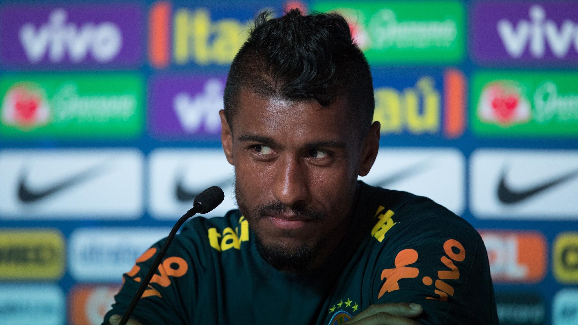 Paulinho concede entrevista coletiva após treino da seleção brasileira