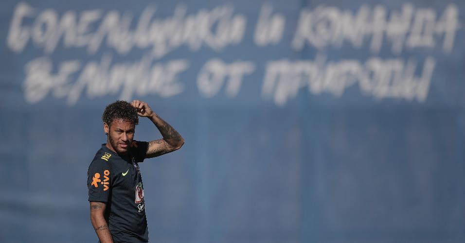 Neymar, atacante da seleção brasileira, durante treino da equipe em Sochi, na Rússia