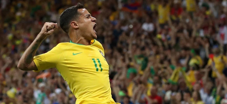 Philippe Coutinho comemora gol do Brasil diante da Suíça na Copa do Mundo da Rússia - REUTERS/Marko Djurica