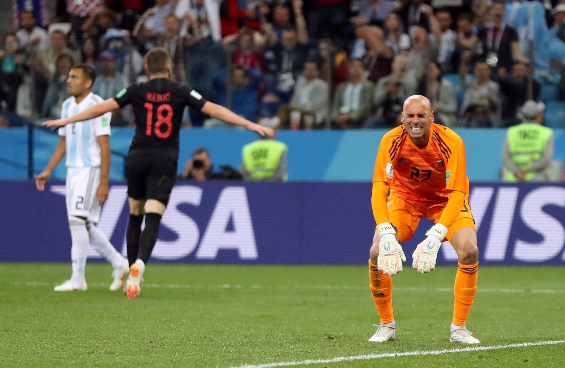 Argentina na Copa 2018  Argentinos atacam Caballero por falha e não perdoam  nem foto com filhas - UOL Copa do Mundo 2018 279775b33b