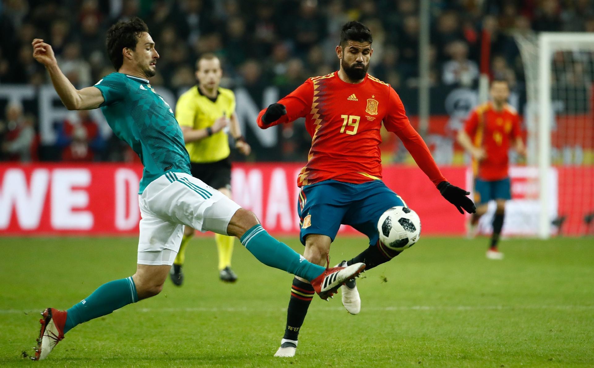 Copa do Mundo 2018  Técnico da Espanha anuncia lista para Copa do Mundo com  três brasileiros - UOL Copa do Mundo 2018 3609b8dae00f3