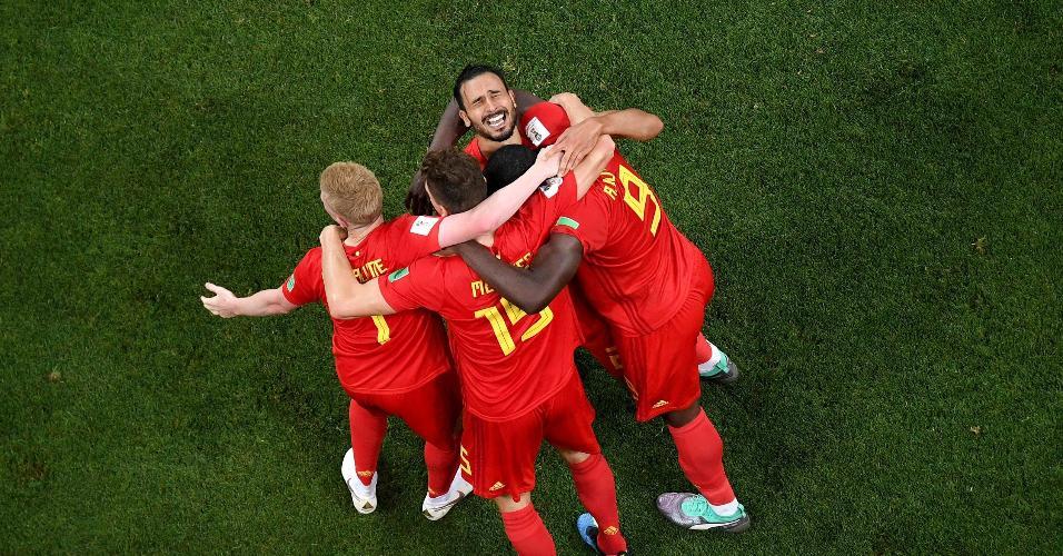 Jogadores da Bélgica comemoram gol da classificação