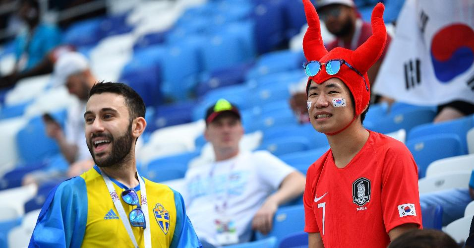 Torcedores de Coreia do Sul e Suécia antes do confronto entre as seleções na Copa do Mundo