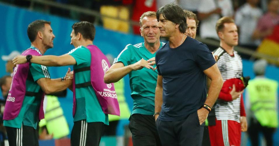Joachim Löw durante a comemoração de gol da Alemanha contra a Suécia