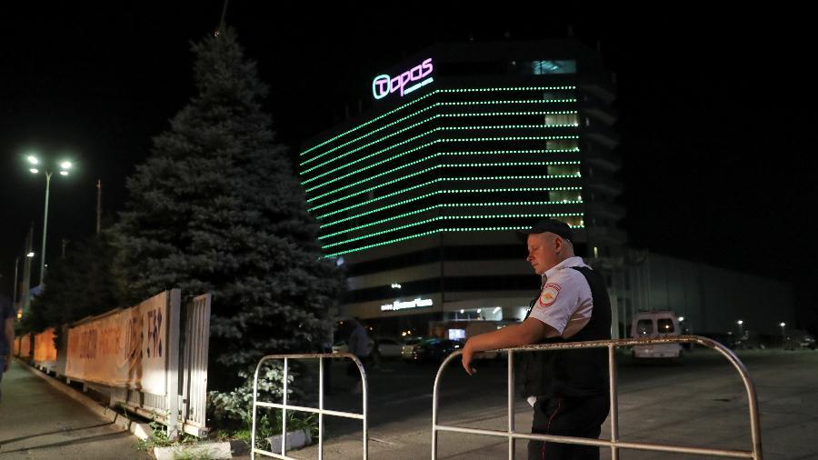 Policiais inspecionaram hotel após disparo de alarme de incêndio e realizaram teste antibomba, procedimento padrão - REUTERS/Marko Djurica