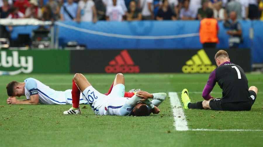 Jogadores da Inglaterra se lamentam durante derrota para a Islândia nas oitavas da Euro 2016 - Alex Livesey/Getty Images