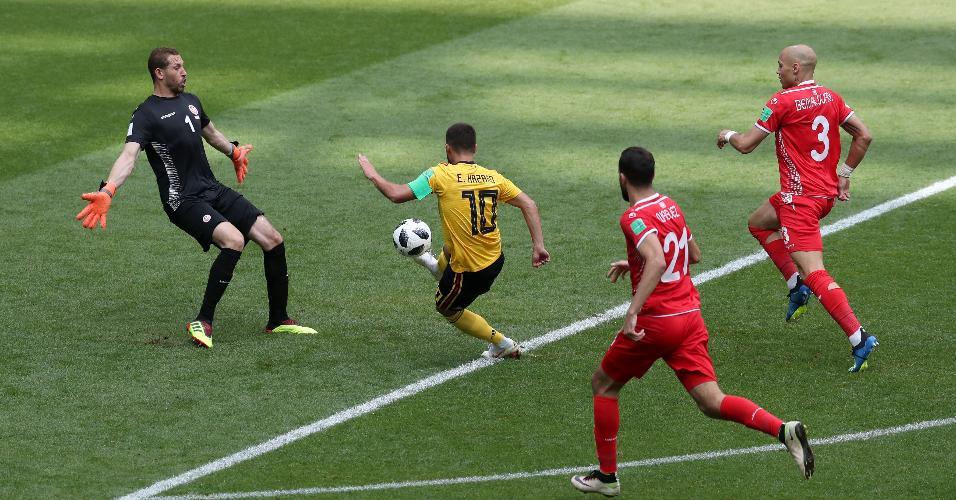Eden Hazard marca o quarto gol da Bélgica contra a Tunísia