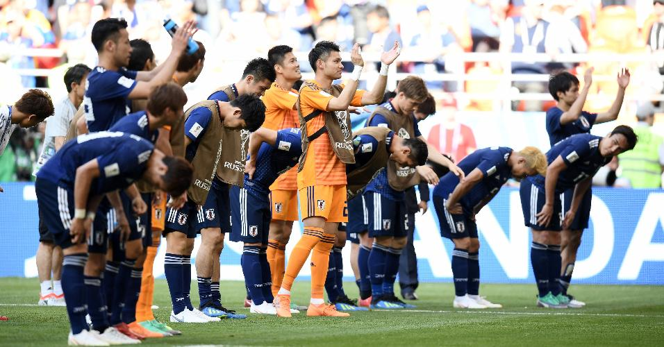 Jogadores do Japão agradecem a torcida após vitória sobre a Colômbia