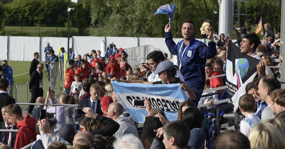 Torcedores argentinos acompanha treino da seleção em Bronnitsy
