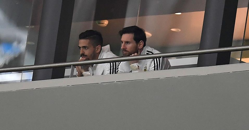Lionel Messi vê amistoso entre Espanha e Argentina das tribunas do Estádio Wanda Metropolitano, em Madri