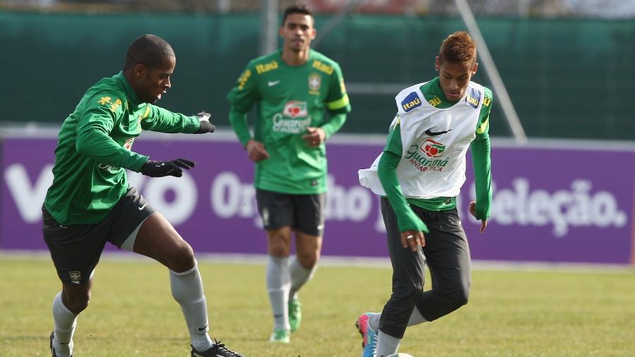 Dedé e Neymar em treino da seleção brasileira - Bruno Domingos/MOWA PRESS