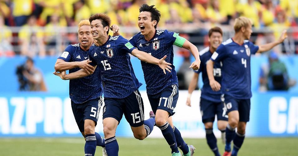 Yuya Osako comemora segundo gol do Japão contra a Colômbia