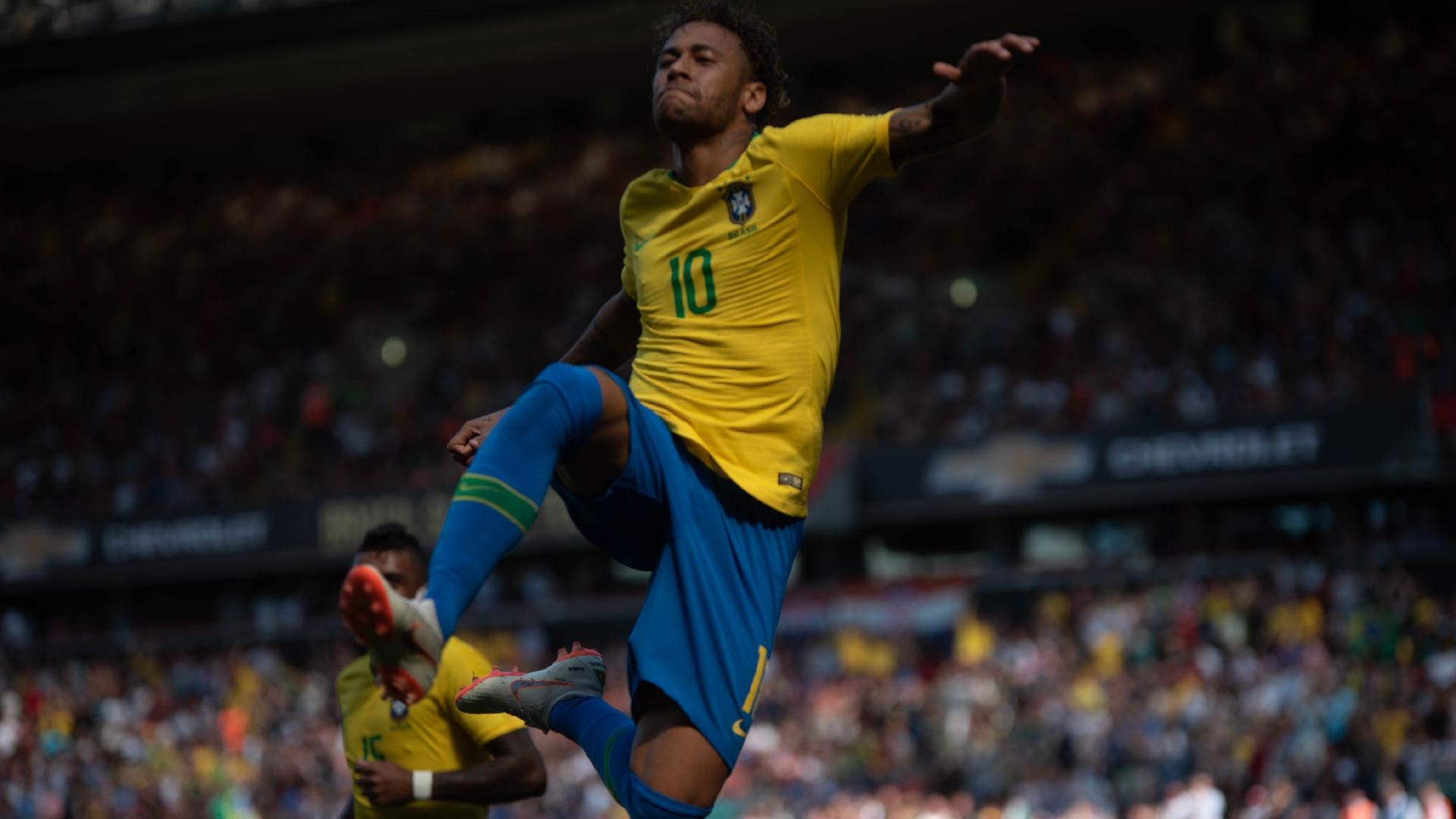 Neymar comemora golaço durante partida contra Croácia