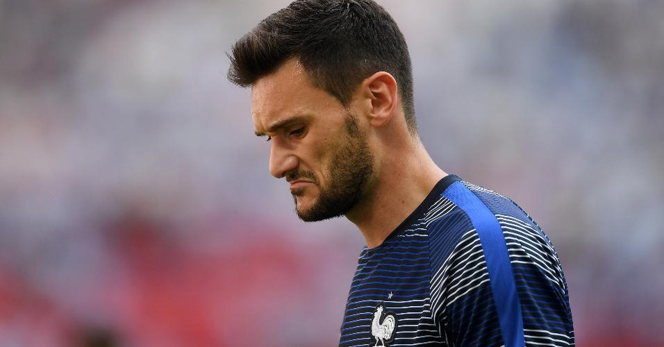O goleiro Hugo Lloris, da França, em aquecimento antes de duelo contra a Argentina