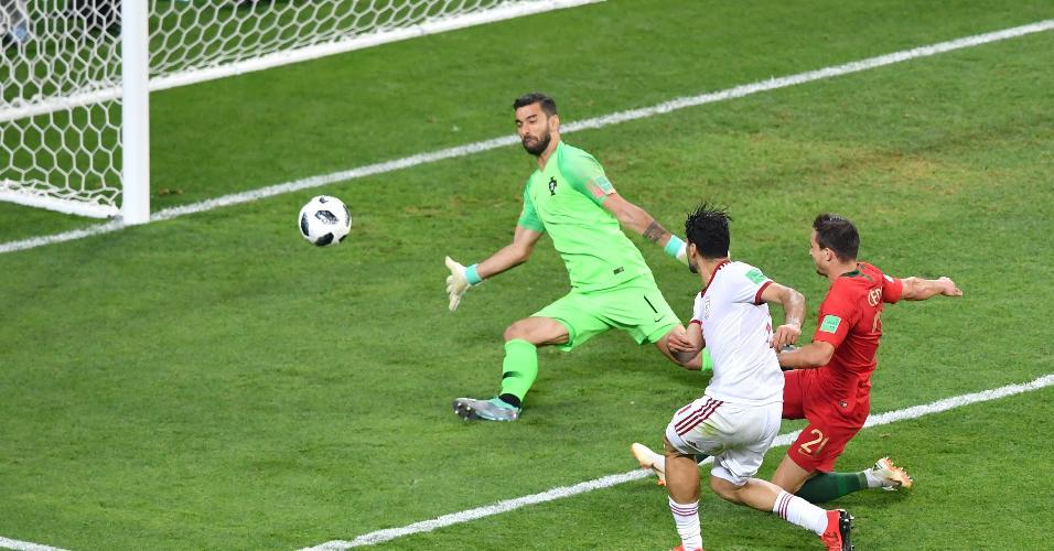 Mehdi Taremi perde a última chance de classificar o Irã