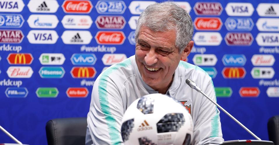 Técnico da seleção portuguesa, Fernando Santos, em coletiva de imprensa