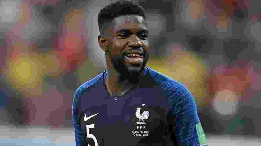 Campeão do mundo pela França, Umtiti interessa a muitos clubes europeus - AFP PHOTO / GABRIEL BOUYS
