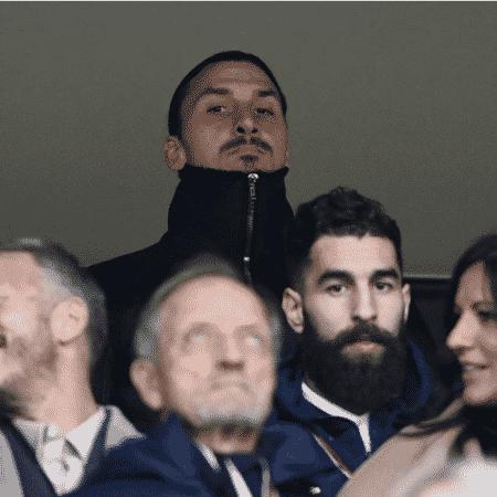 Ibrahimovic observa partida entre Suécia e Itália pelas Eliminatórias - Jonathan Nackstrand/AFP