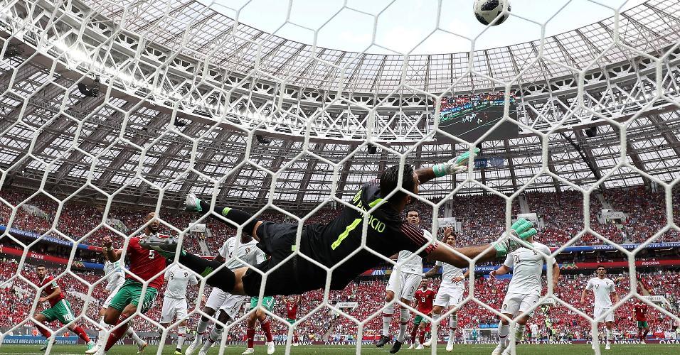 Rui Patricio faz defesa durante Portugal x Marrocos