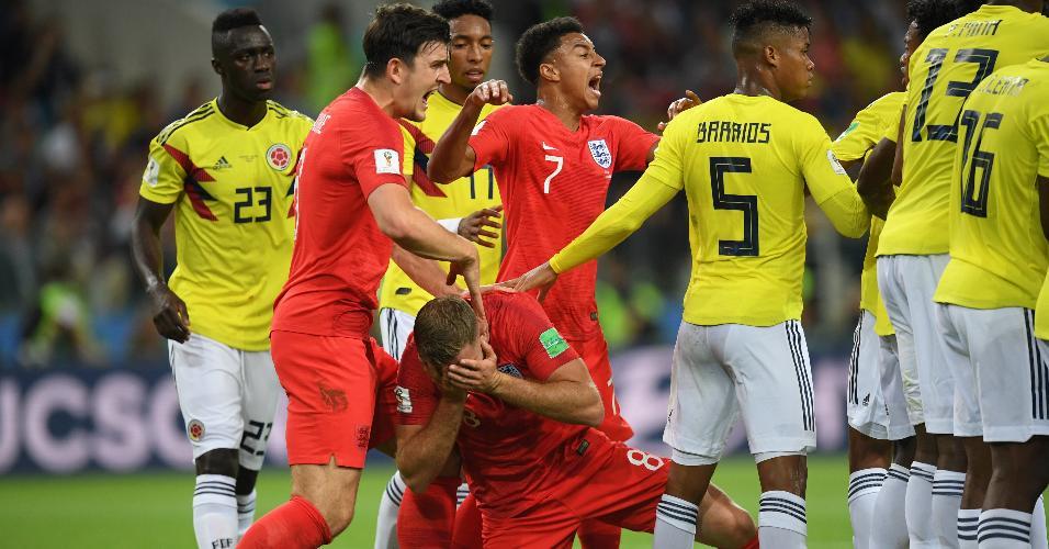 Jordan Henderson bota a mão no rosto após confusão com Wilmar Barrios em Colômbia x Inglaterra