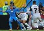 VAR cancela pênalti marcado em cima de Neymar (Foto: REUTERS/Marcos Brindicci)