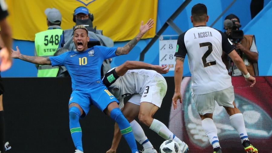 Neymar em lance contra Costa Rica: críticas de Lothar Matthäus - REUTERS/Marcos Brindicci