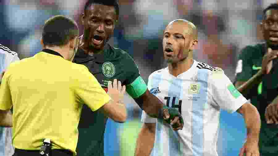 Javier Mascherano sangra durante partida entre Argentina e Nigéria em São Petersburgo - Gabriel Rossi/Getty Images