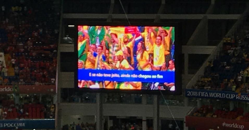 Antes do jogo, telão do estádio em Rostov mostra samba