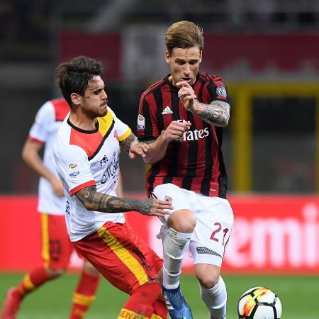 Lucas Biglia durante jogo do Milan contra Benevento  - Alberto Lingria/Xinhua