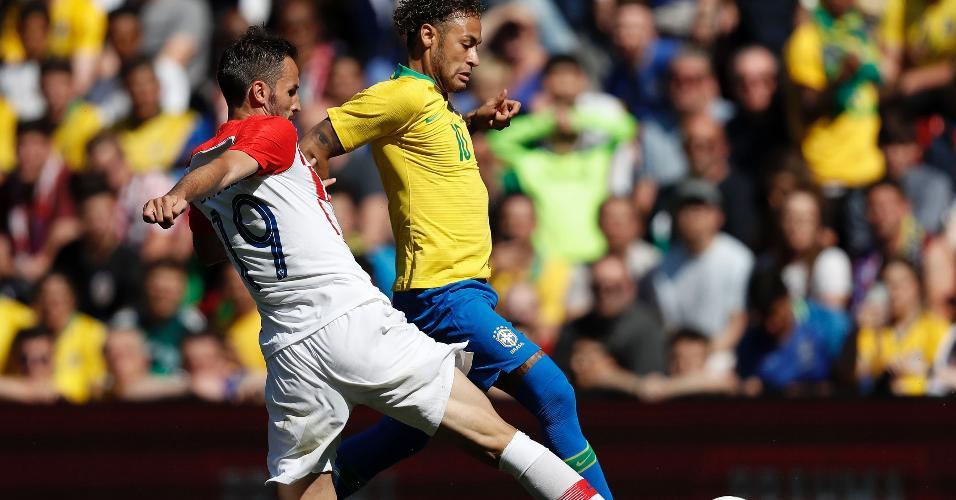 Neymar tenta jogada durante segundo tempo de Brasil x Croácia