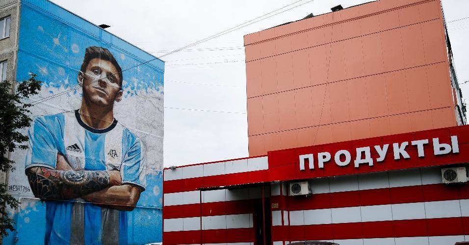 Mural homenageia Lionel Messi próximo ao centro de treinamento da Argentina na Rússia