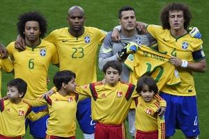 6161a6cdd81df Seleção brasileira se posiciona para foto antes da partida contra a Alemanha