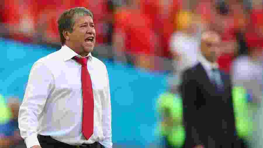 Hernán Darío Gómez durante a estreia do Panamá, contra a Bélgica - Hannah McKay/Reuters