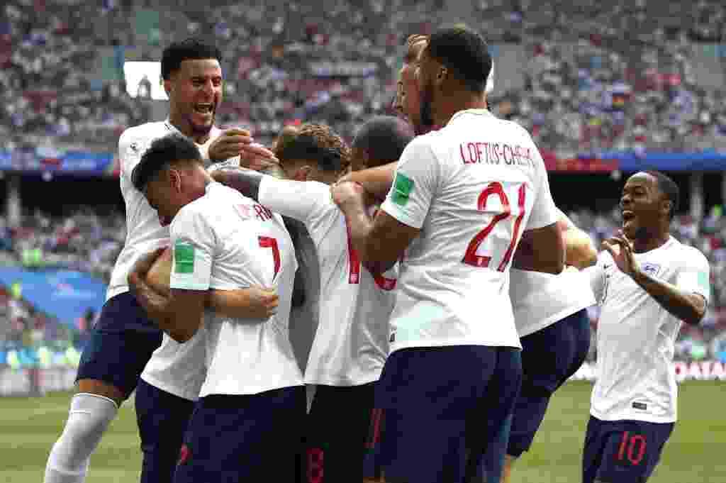 Time da Inglaterra comemora após John Stones inaugurar o placar em jogo contra o Panamá - Clive Brunskill/Getty Images