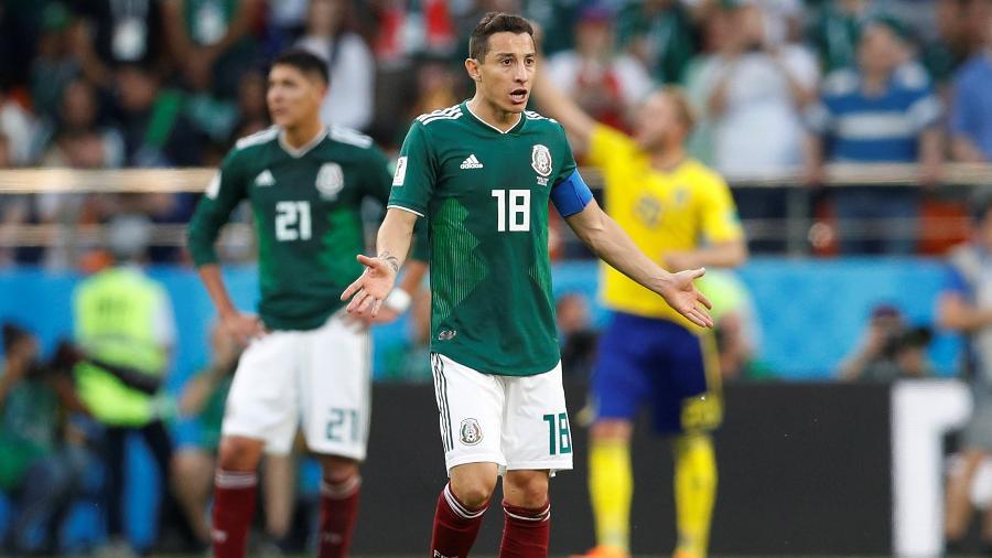 Andres Guardado, do México, reclama durante duelo contra a Suécia - DARREN STAPLES/REUTERS