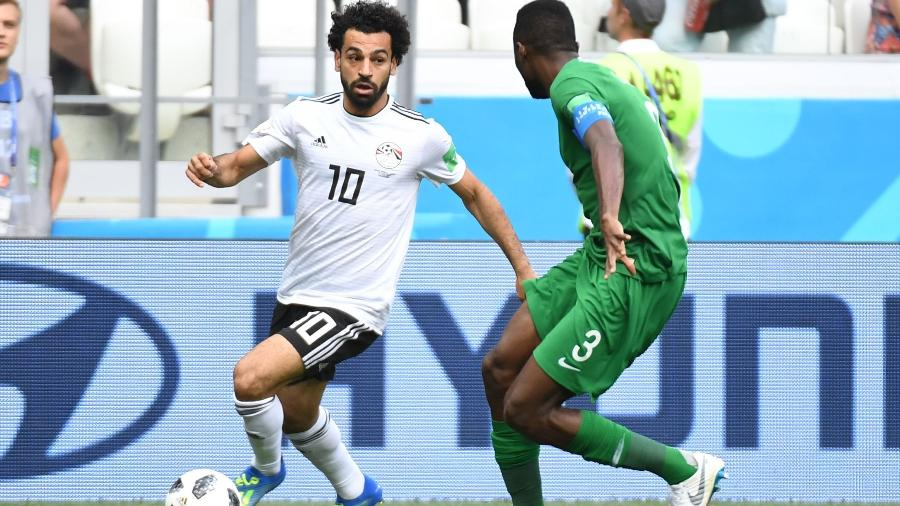 Mohamed Salah domina bola durante Egito x Arábia Saudita - AFP