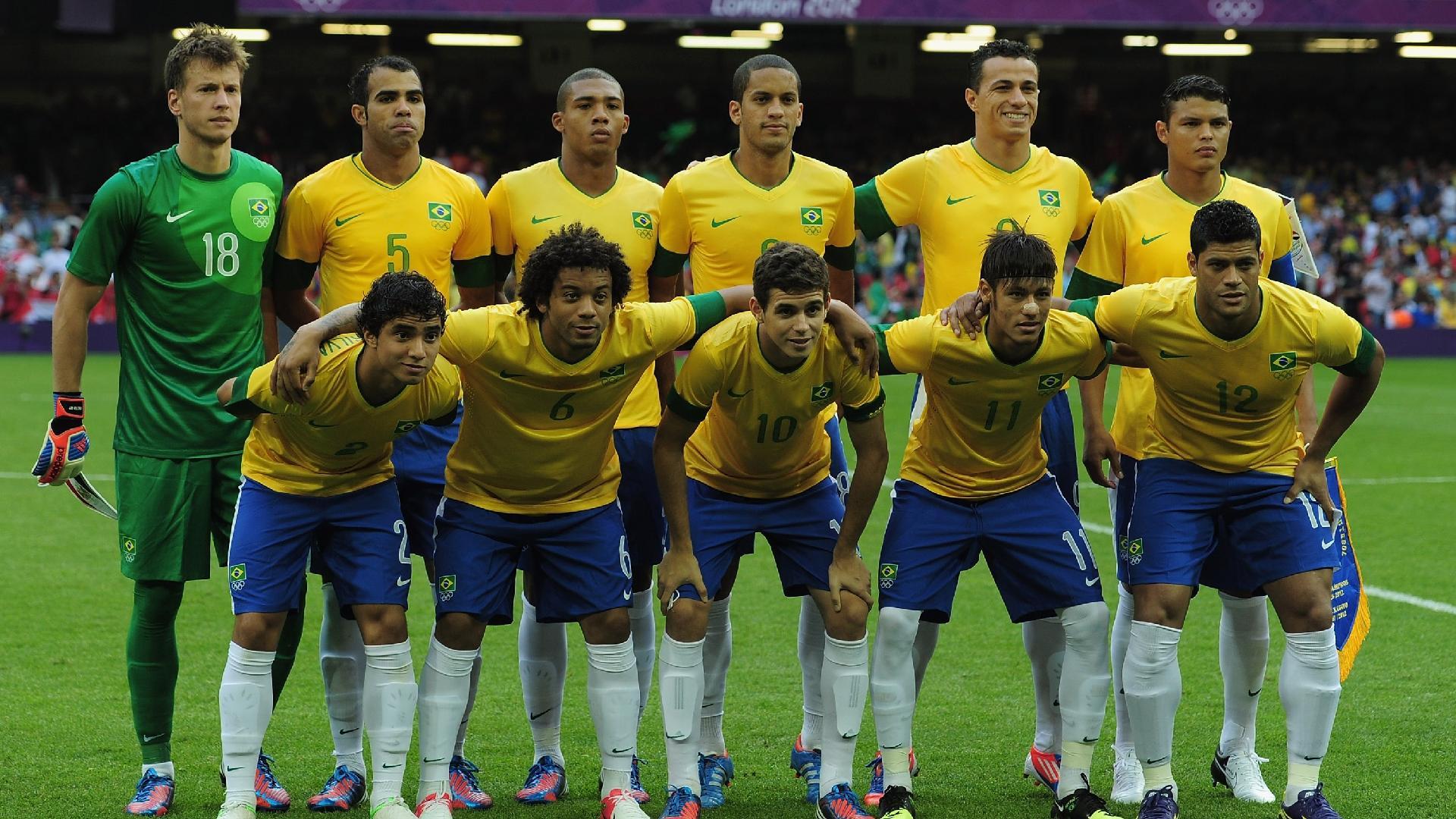 Seleção brasileira posa para foto antes de partida pelos Jogos Olímpicos de 2012