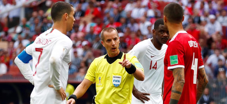 Fifa defendeu árbitro Mark Geiger e reprovou acusação feita por um jogador de Marrocos - Reuters