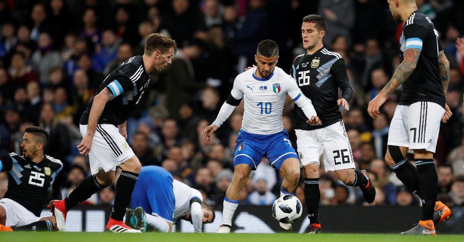 Insigne é cercado por três marcadores no amistoso entre Itália e Argentina