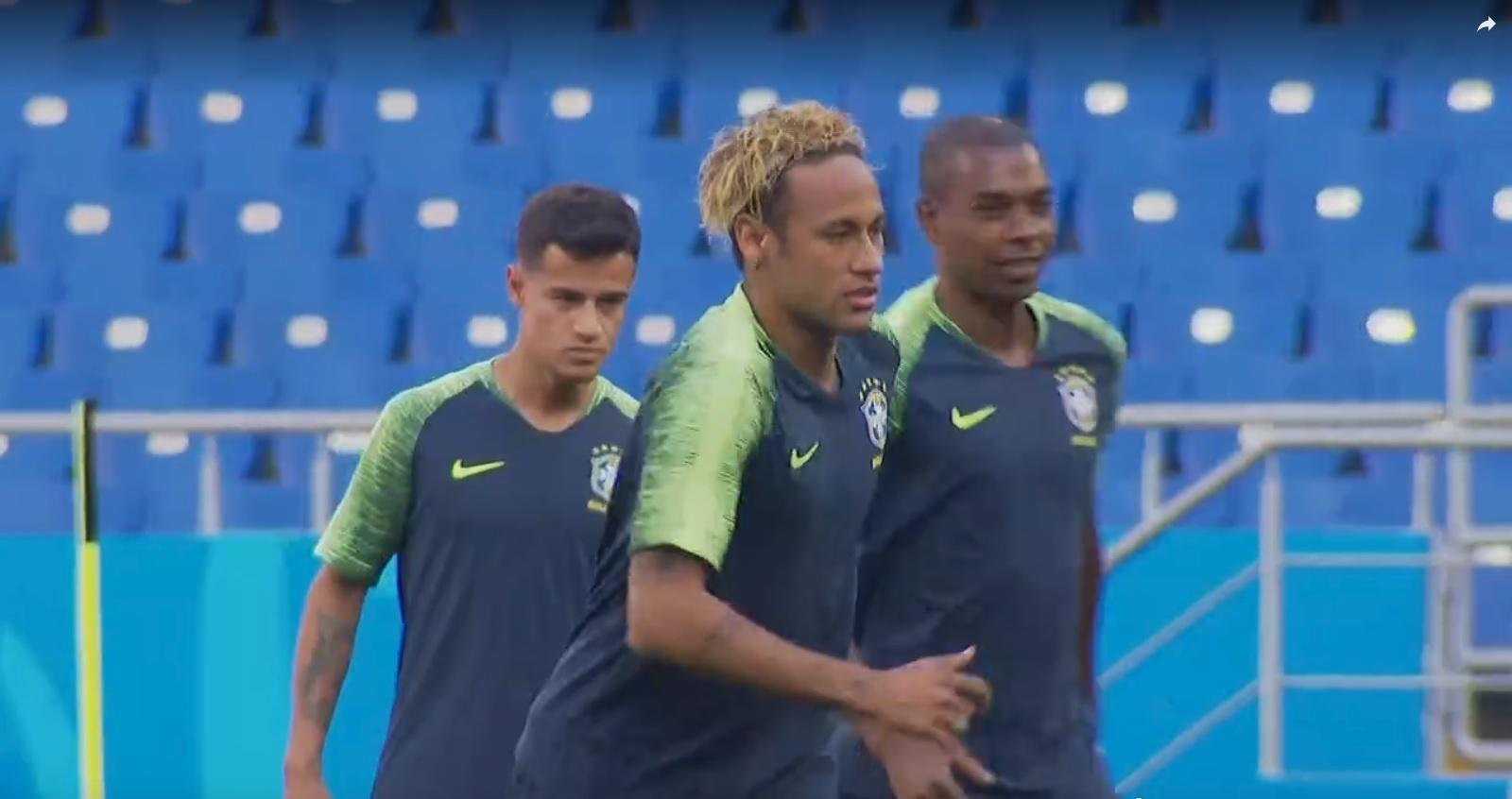 Neymar apresenta novo penteado