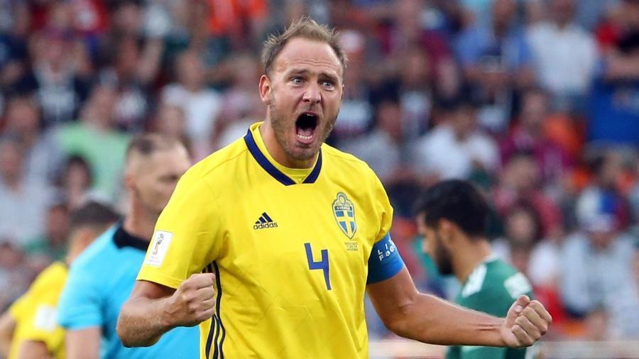 Granqvist, capitão da Suécia, comemora vitória sobre o México - Xinhua/Li Ming