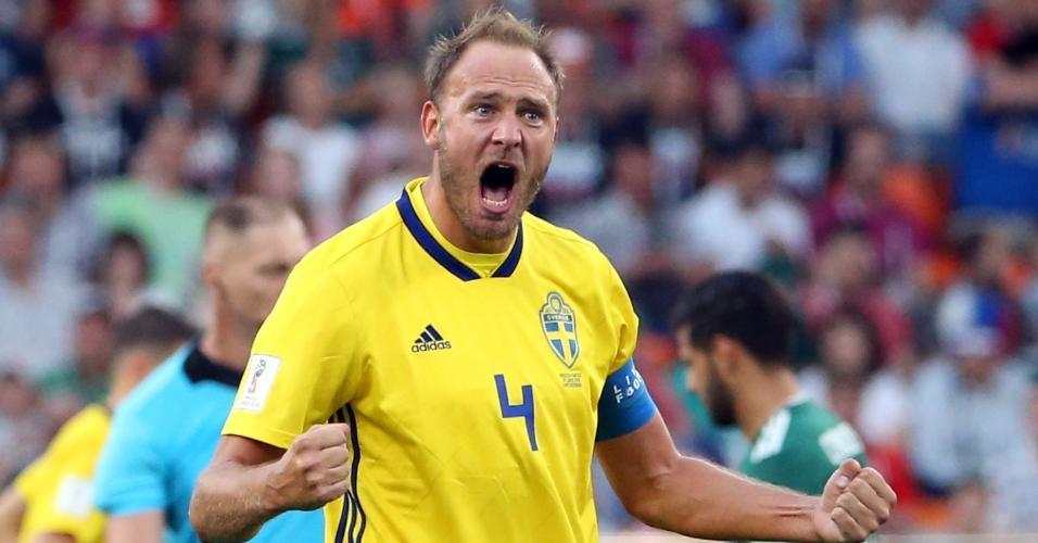 Granqvist, capitão da Suécia, comemora vitória sobre o México