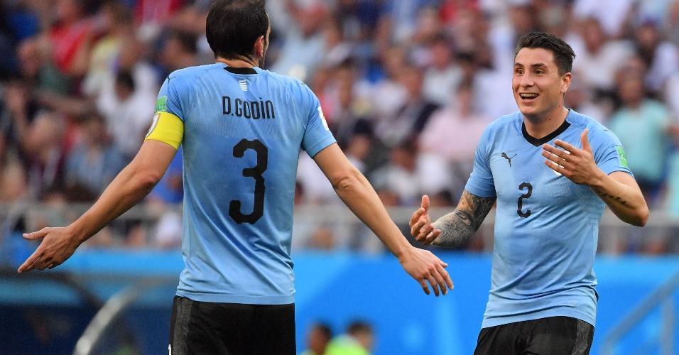 Godín e José María Giménez, zagueiros do Uruguai, durante partida da Copa do Mundo