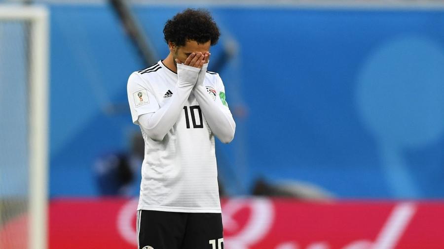 Mohamed Salah lamenta um dos gols da Rússia durante sua estreia pelo Egito na Copa  - GIUSEPPE CACACE/AFP