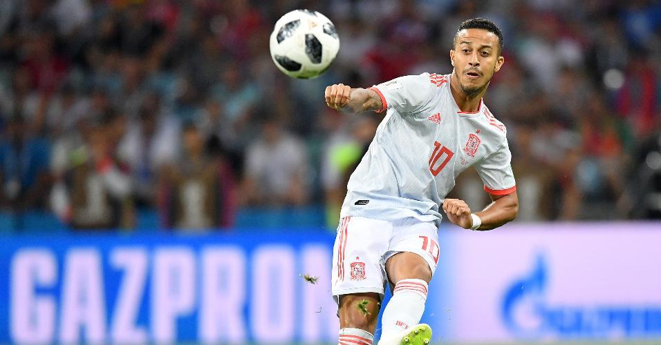 Thiago Alcântara em ação pela Espanha na partida contra Portugal