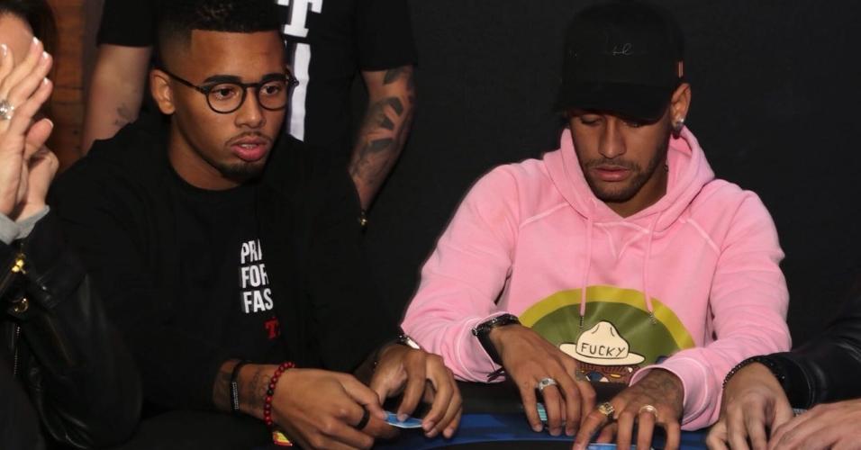 Gabriel Jesus e Neymar participam de evento de pôquer