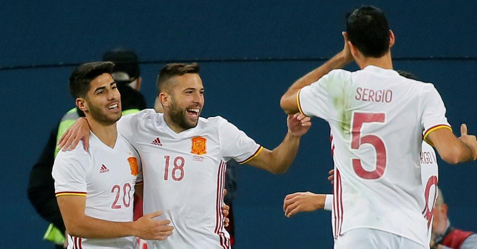 Jordi Alba comemora seu gol ao lado de Asensio