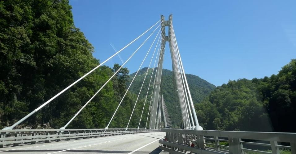 Ponte construída com parte da estrutura dos Jogos Olímpicos de Inverno em Sochi