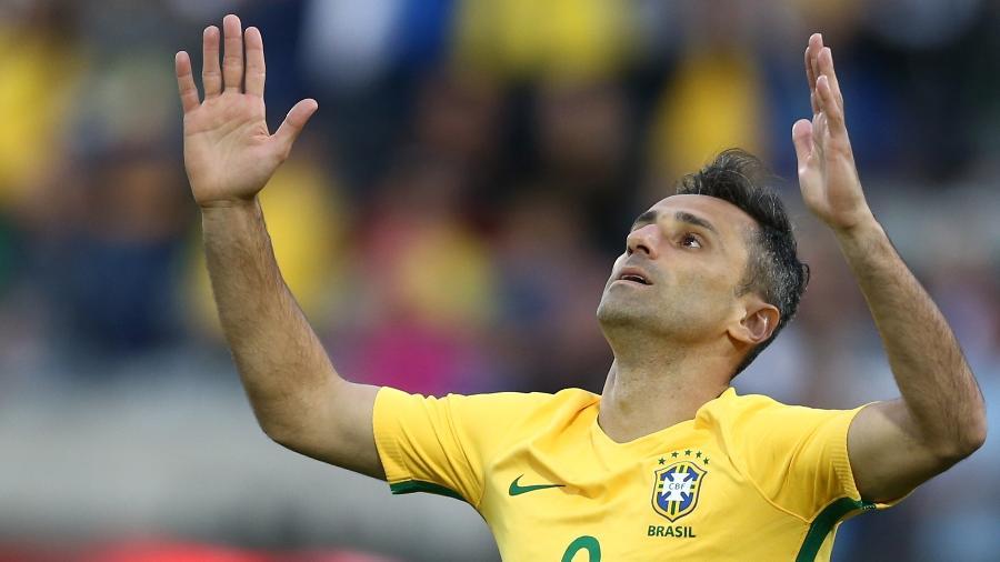 O atacante Jonas na partida entre Brasil e Panamá, em maio de 2016 - Lucas Figueiredo/MoWA Press