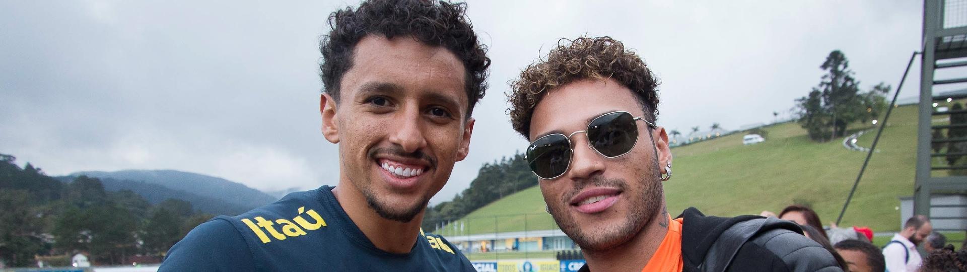 Gabriel Lucas, sósia de Neymar, tira foto com Marquinhos durante treino da seleção brasileira